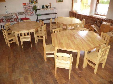 TIMON óvodai fenyő trapéz asztal